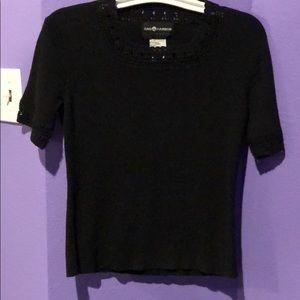 Black shirt sleeve pullover